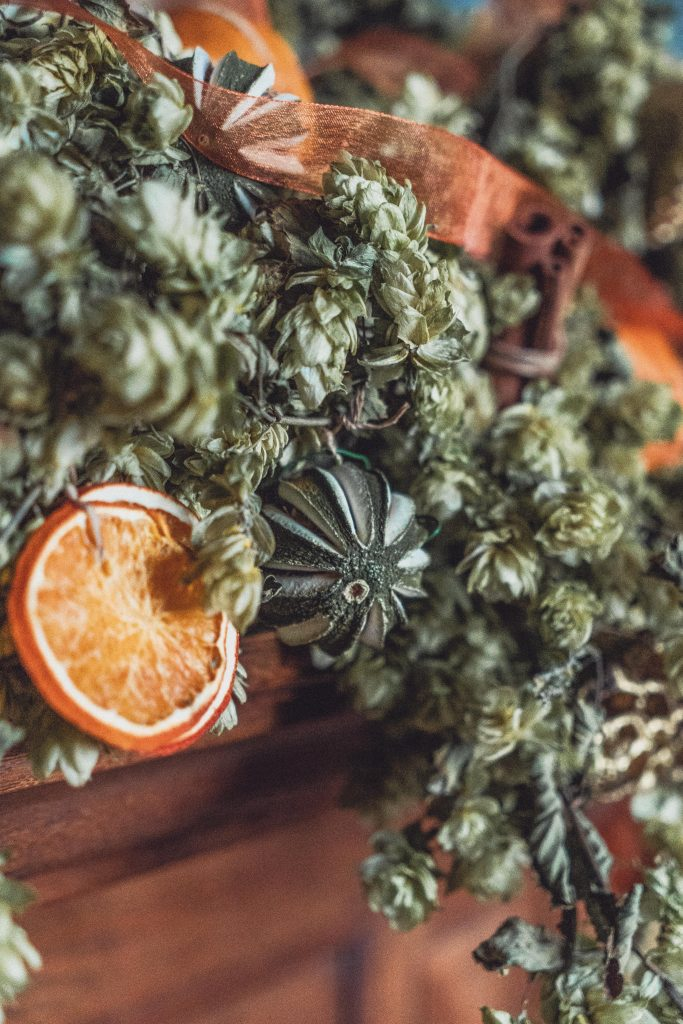 Dried Hops Garland Decoration: 3 Inspired Ideas (that you hadn't thought of before)