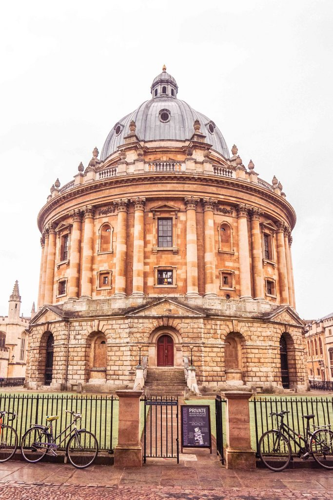 Want to go on the perfect London to Oxford Day trip? Here's your ultimate guide on how to spend one day in Oxford itinerary, including where to eat and the best of Oxford attractions