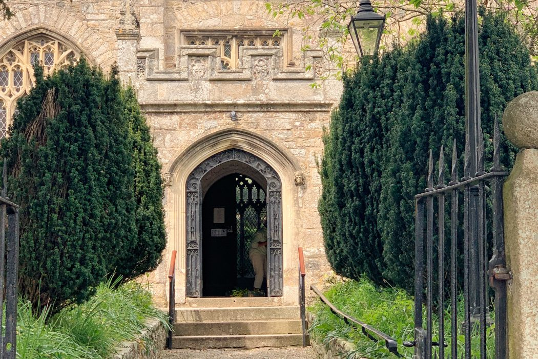 Does Bovey Tracey Parish Church really have links to Thomas Becket and Henry VII?